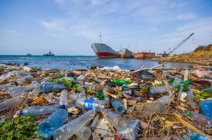 plastic-trash-in-oceans-and-waterways.